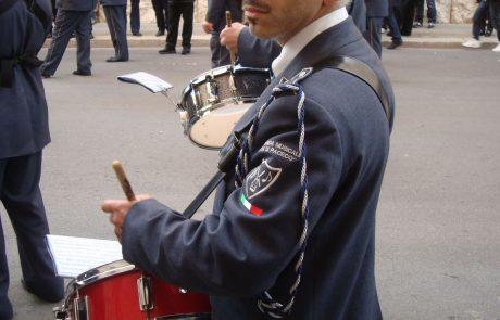 dettaglio divisa banda musicale paceco tamburo