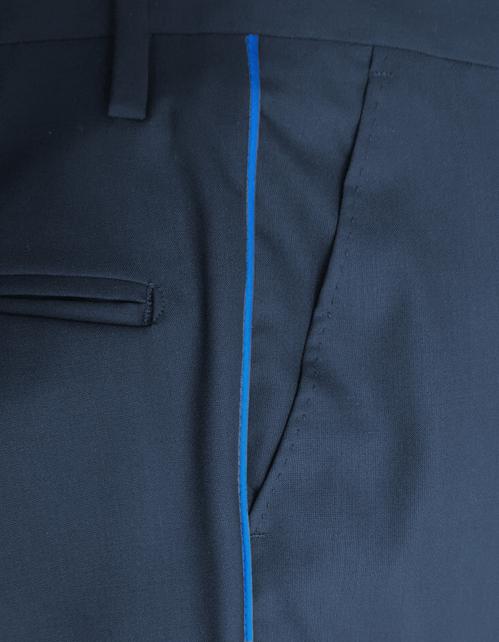 Dettaglio del pantalone guardia giurata